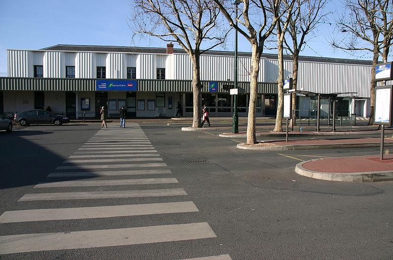 Gare de corbeil essonnes horaires en gare de corbeil for Horaire piscine corbeil