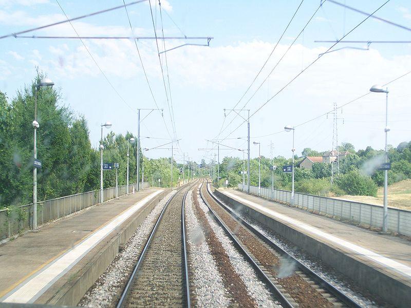 Gare de l 39 isle d 39 abeau horaires en gare de l 39 isle d 39 abeau for Piscine de l isle d abeau