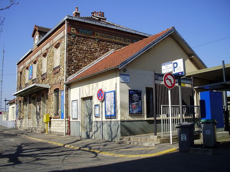 Gare de villeneuve le roi horaires en gare de villeneuve for Piscine villeneuve le roi